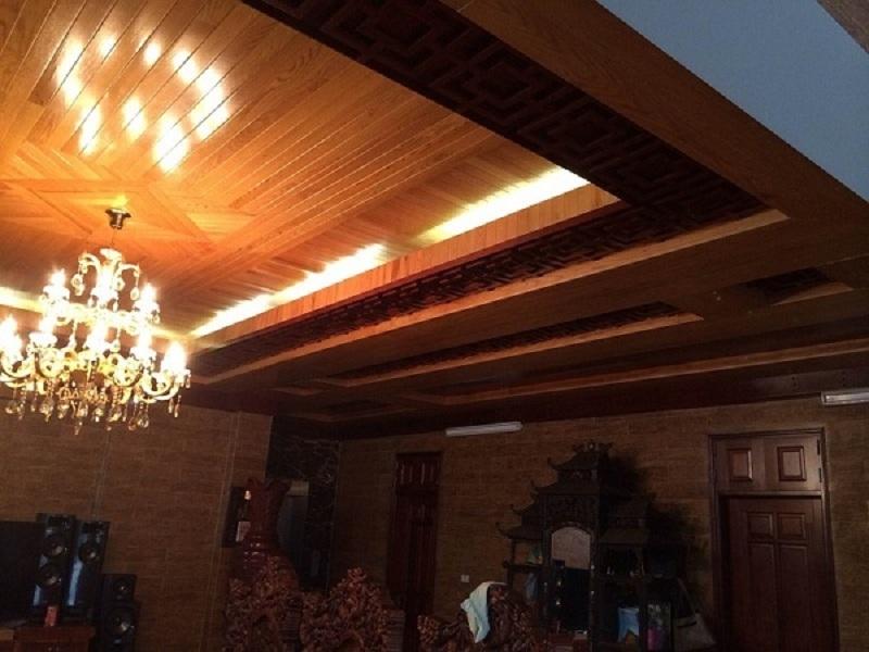 Bảo quản mẫu trần gỗ đơn giản sao cho đúng cách?