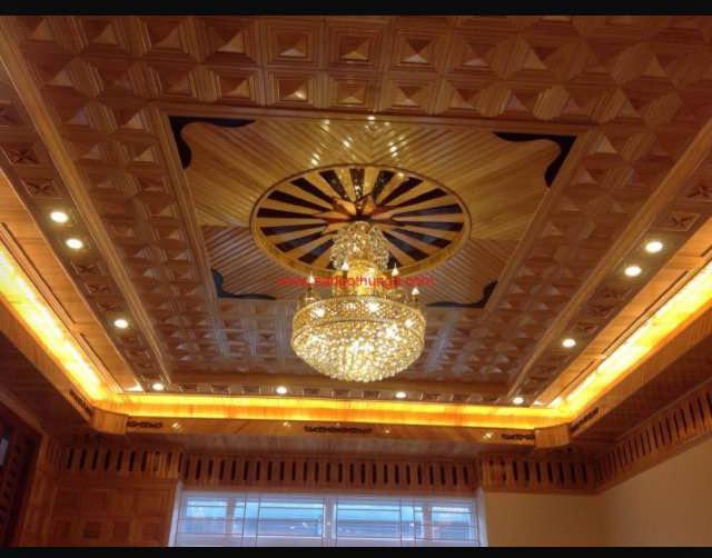Trần gỗ đỏ nội thất sang trọng và hiện đại