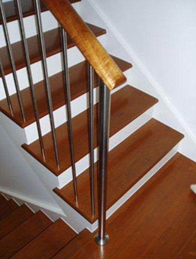 Bậc cầu thang gỗ lim Nam Phi