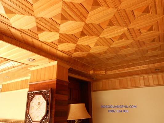 Mẫu trần gỗ đơn giản nhưng đầy cuốn hút