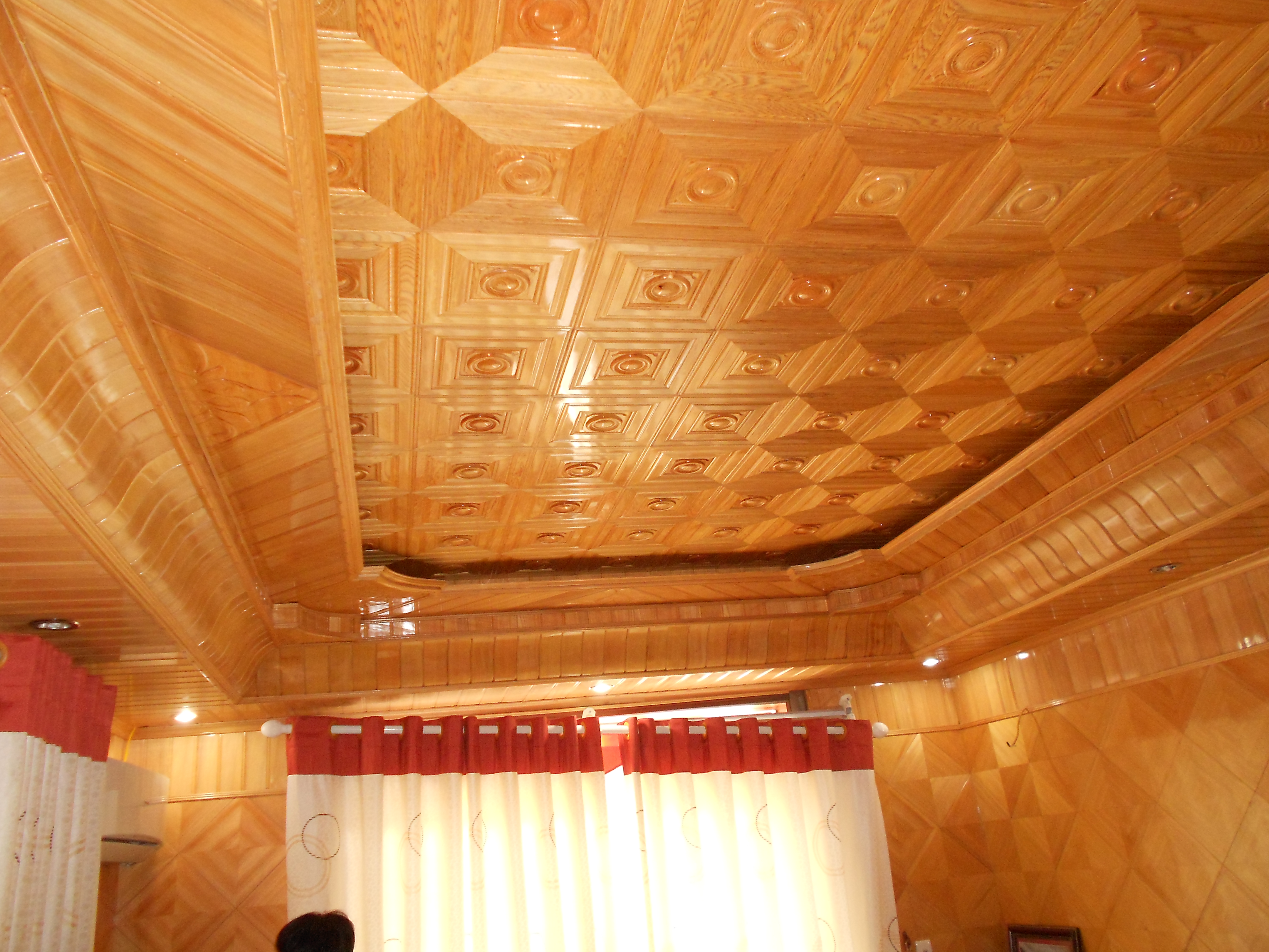 Quang Phú báo giá ốp trần gỗ tự nhiên vô cùng hấp dẫn