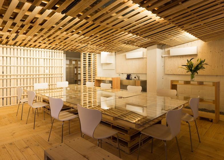 Các bước thi công trần gỗ phòng khách