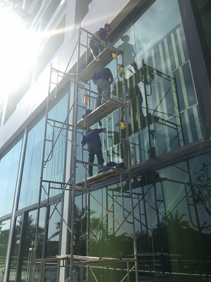 Dán mã phim BLU 65 NTECH Hàn Quốc chống nóng cho nhà kính tại Vinperl Phú Quốc