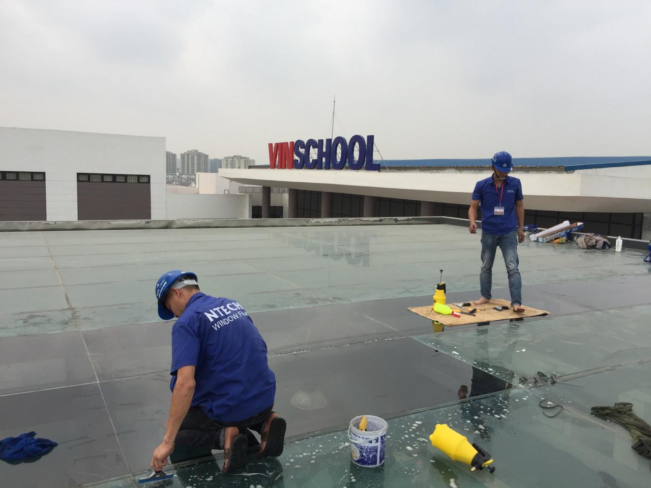 Dán phim cách nhiệt BN 20 NTECH Hàn Quốc cho kính tại trường Vinschool River Side Long Biên