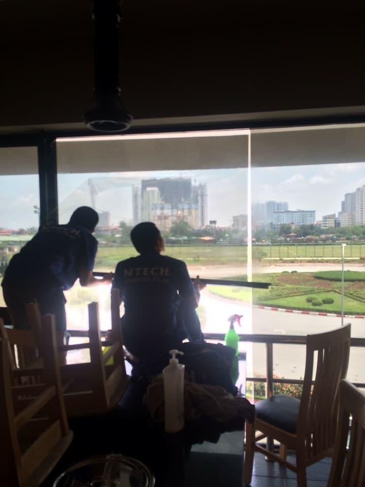 Dán phim chống nóng cách nhiệt BLACK 15 NTECH HÀN QUỐC tại Sân Gold Phương Đông, Hà Nội