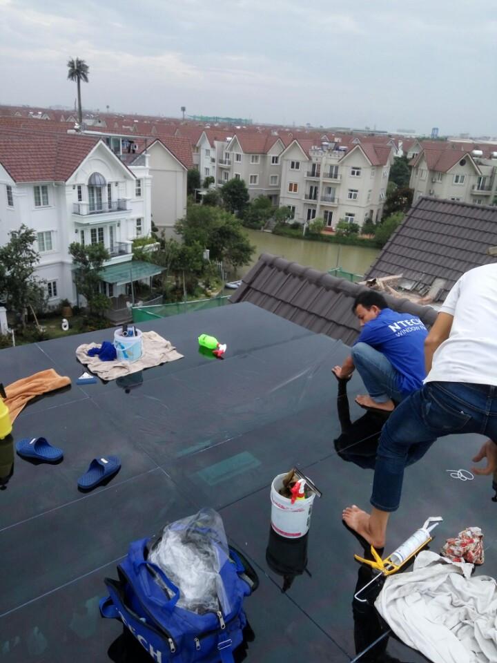 Dán mã phim BLACK 15 NTECH tai mái kính biệt thự Anh Đào Vinhome river side Long Biên, Hà Nội