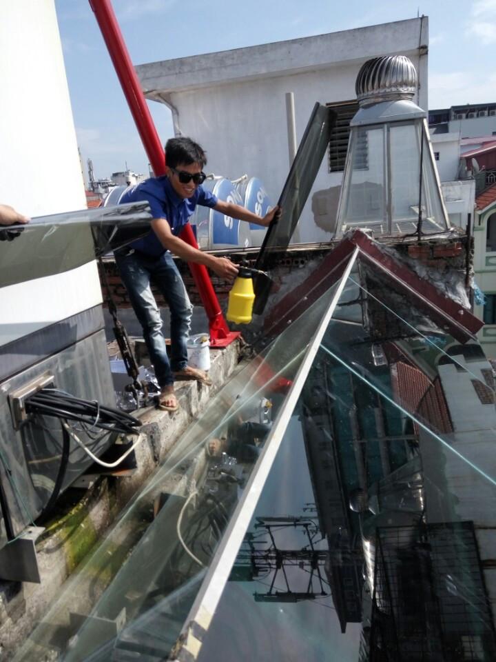 Dán phim cách nhiệt Cera Max 30 cho giếng trời tại Trung Yên Cầu Giấy