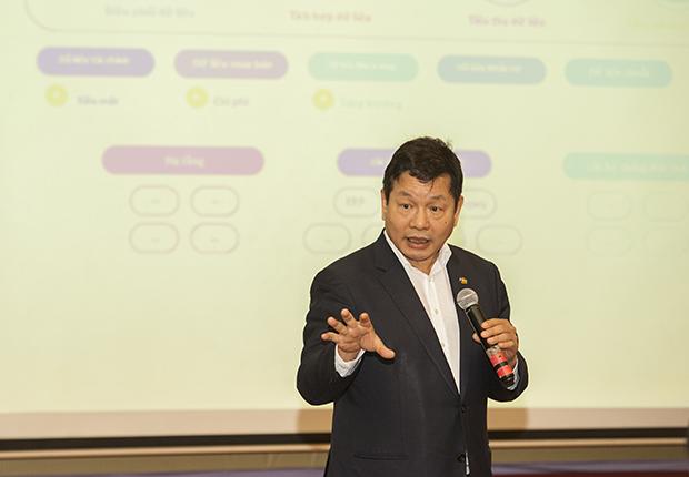 Chủ tịch Trương Gia Bình: 'Chuyển đổi số không phải vấn đề công nghệ'