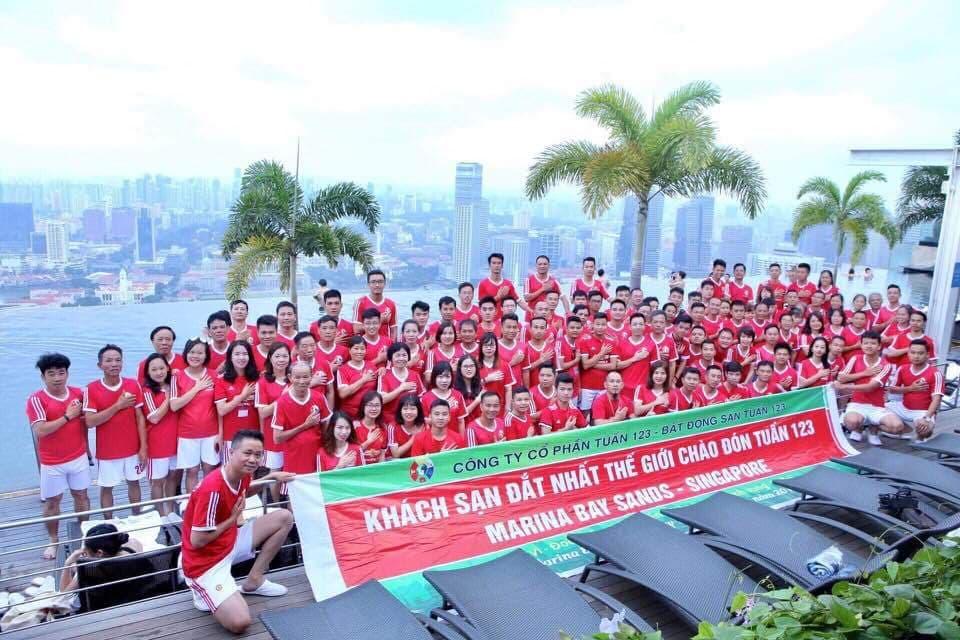 123 thành viên Tuấn 123 tại khách sạn đắt đỏ nhất Singapore