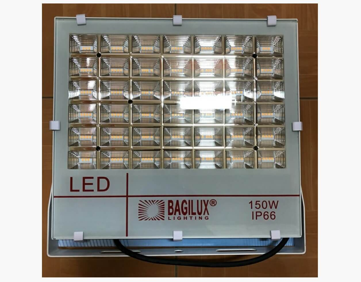 Đèn pha LED 150W (trắng) – Bagilux