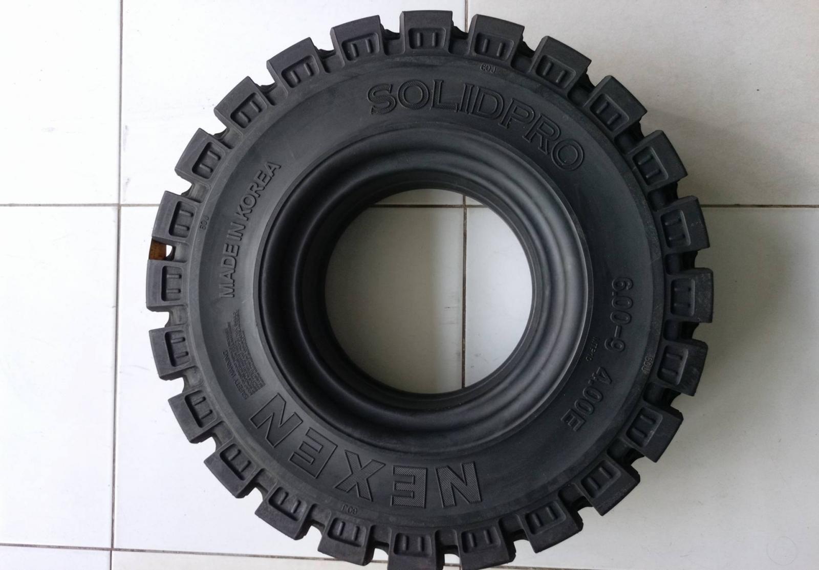 Lốp (vỏ) xe nâng đặc Nexen 600-9, bảo hành dài hạn