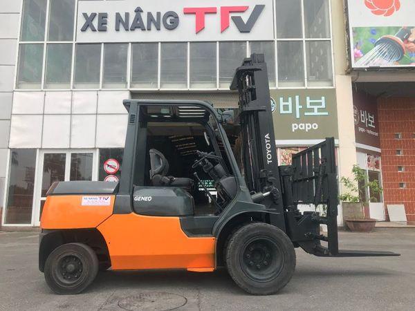 Xe nâng dầu 4 tấn Toyota 02- 7FD40