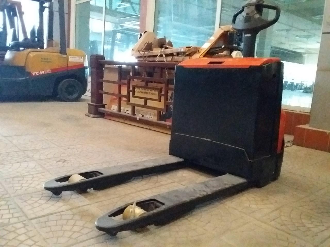 Xe nâng tay cũ, hiệu BT, động cơ điện, model LWE-160, sk: 6099670, sx2009