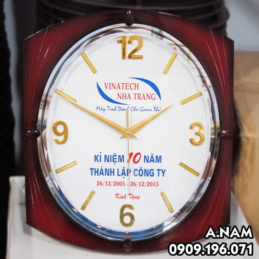 đồng hồ treo tường cửa hàng vi tính