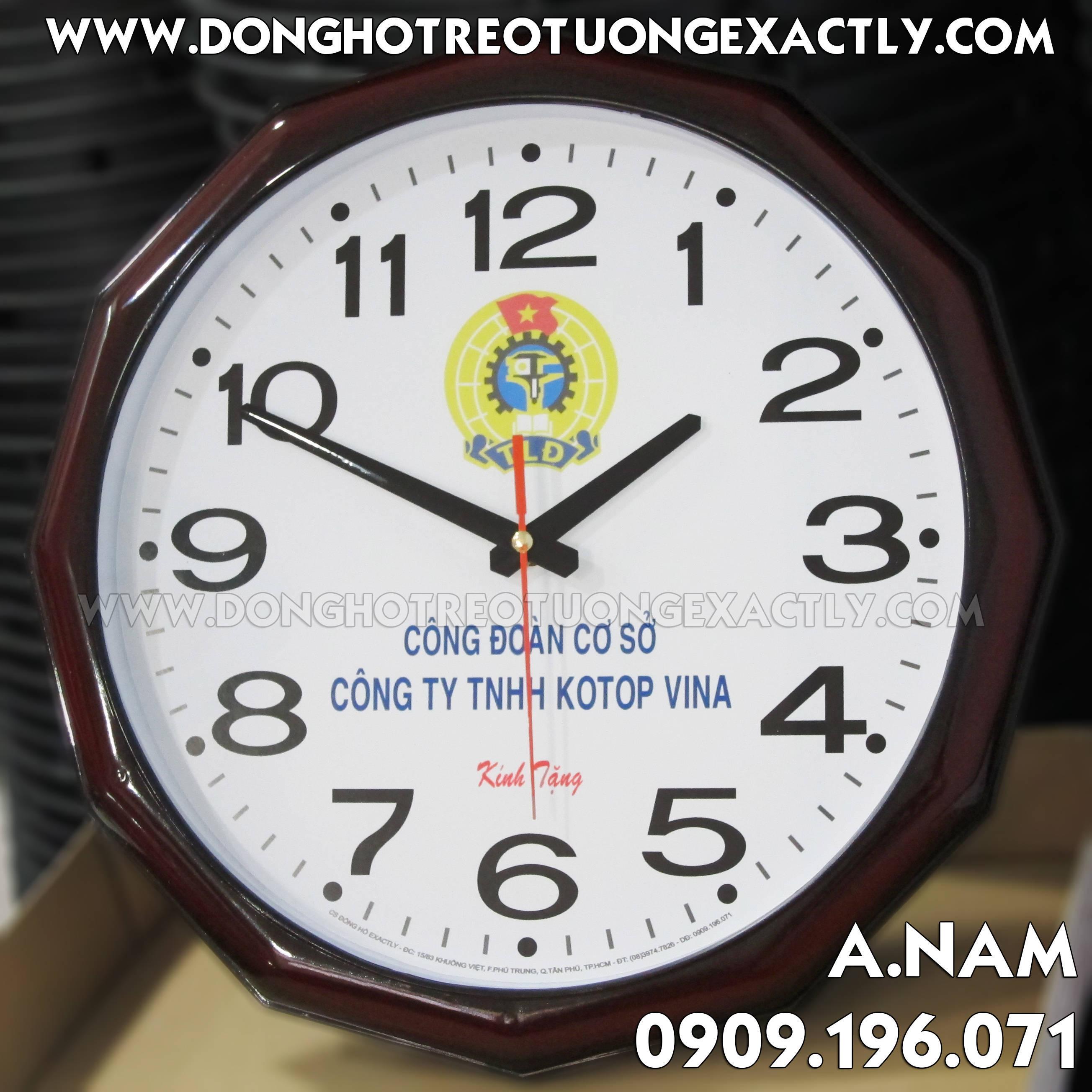 U200 Công Đoàn LOTOP VINA tặng đồng hồ treo tường kỷ niệm