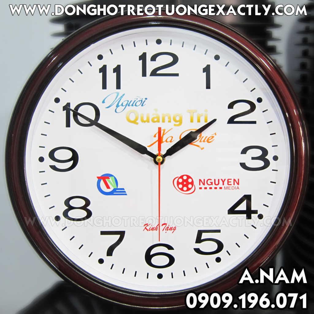 đài truyền hình quảng trị tặng đồng hồ treo tường kỷ niệm chương trình người quảng trị xa quê