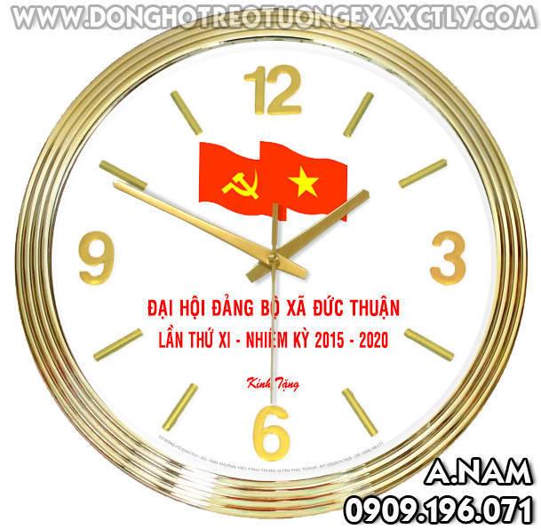 đồng hồ treo tường tặng cán bộ kỷ niệm Đại hội Đảng xã Đức Thuận