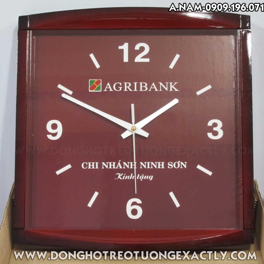quà tặng tri ân khách hàng từ ngân hàng Agribank đồng hồ treo tường