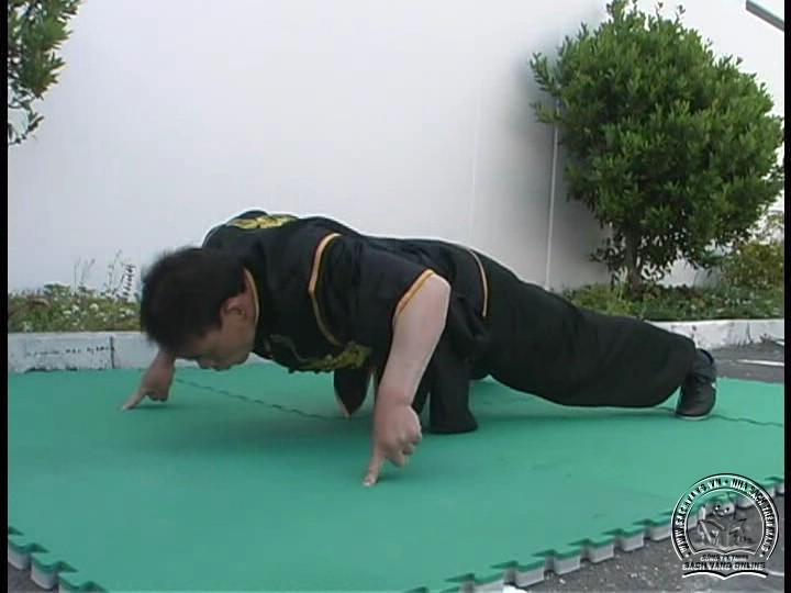 Fingertip Handstands With Alex Tao - screenshot 04