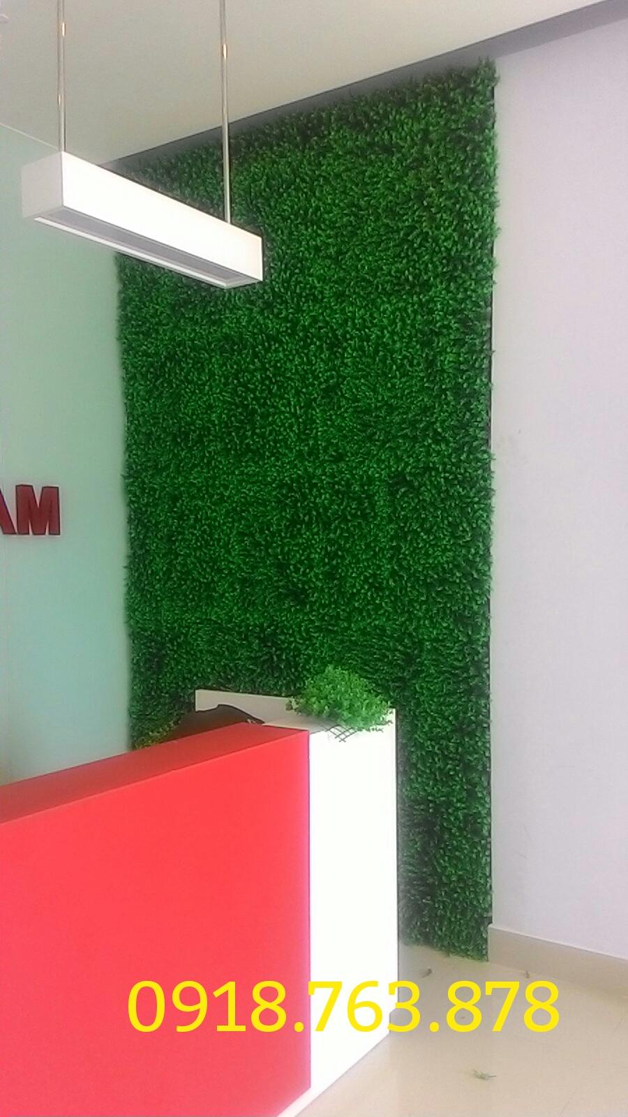 Tường cây lá giả, hoa giả trang trí văn phòng tại TPHCM