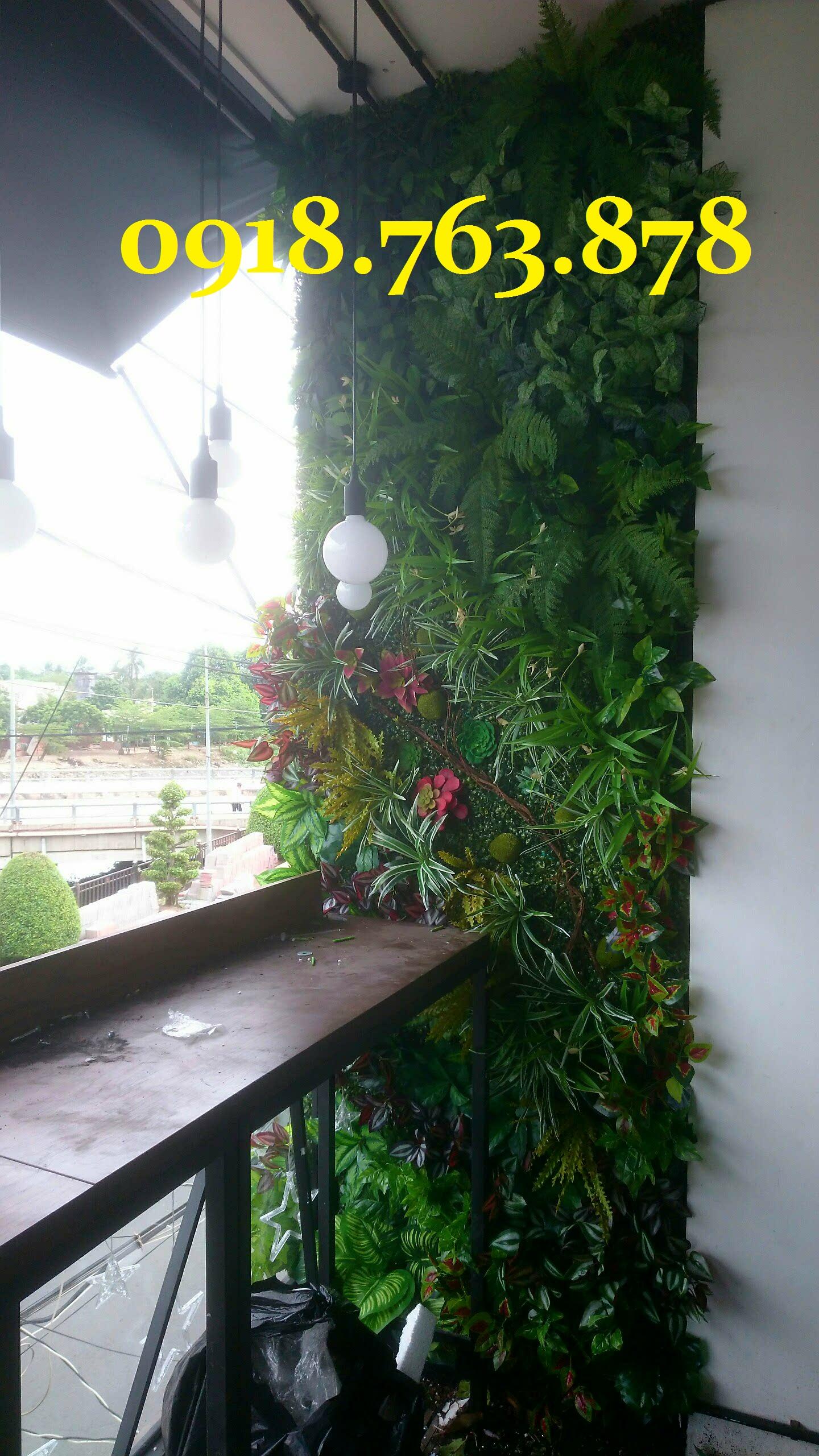 tường cây giả quán trà sữa
