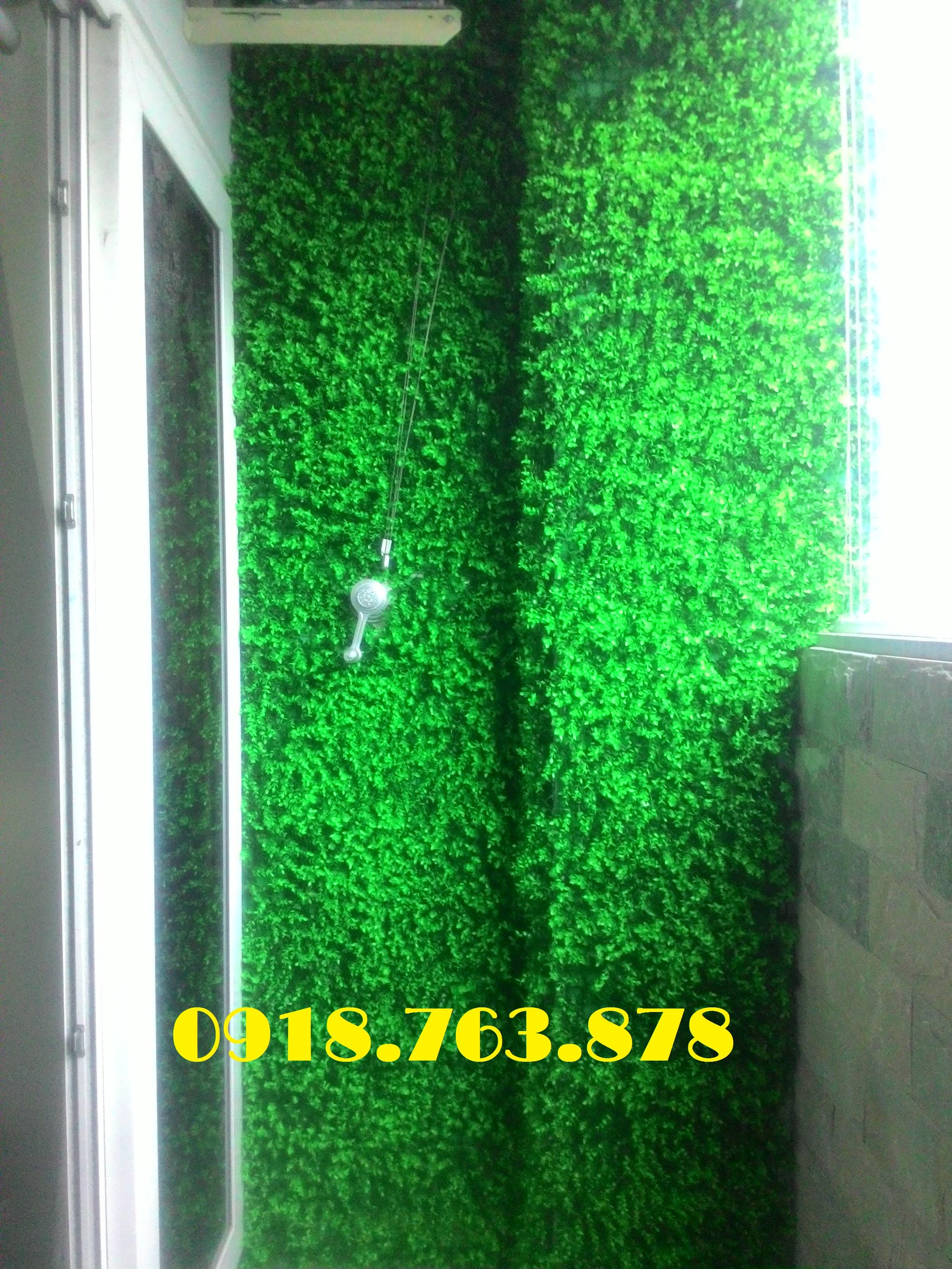 tường cỏ giả