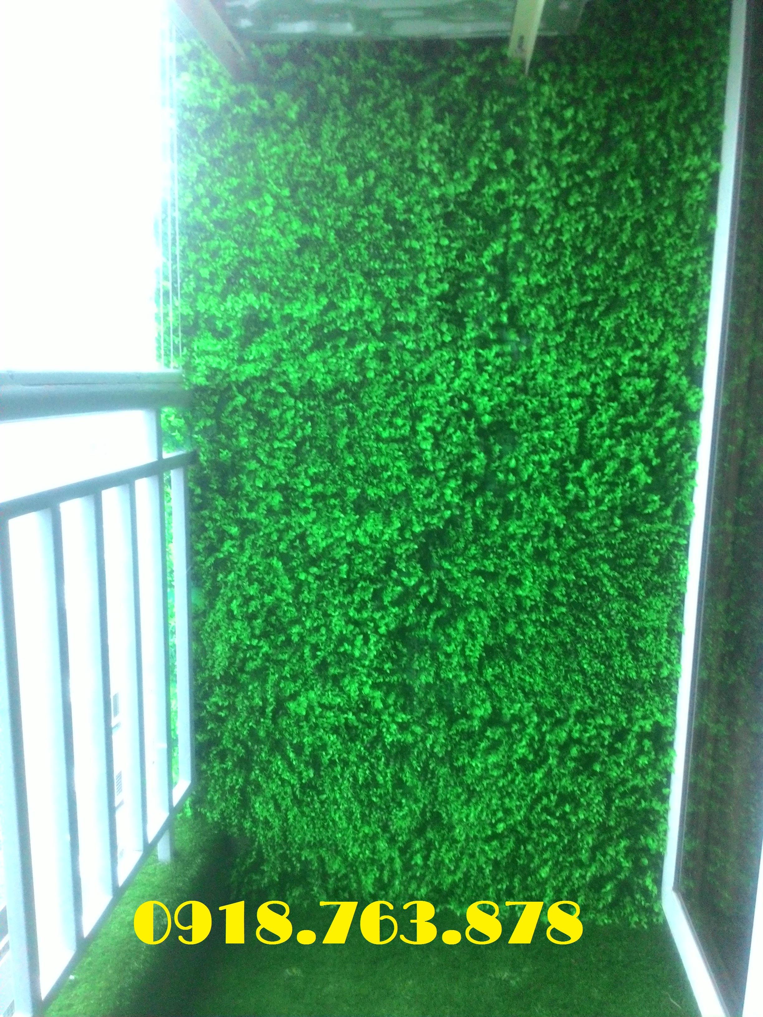 Thi công tường cây giả trang trí ban công căn hộ landmark 81