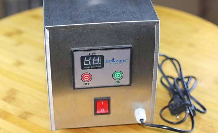 Bảng điều khiểm máy khử mùi C4 rất đơn giản