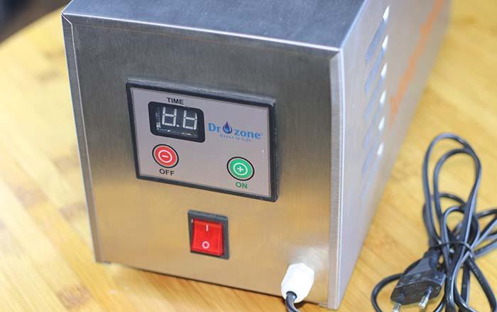 Bảng điều khiển của máy khử mùi Ozone