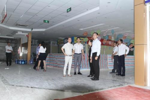 Đàm Vĩnh Hưng mở chợ sỉ thời trang bình dân