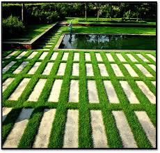 Khu vườn tươi xanh với thảm cỏ nhân tạo sân vườn