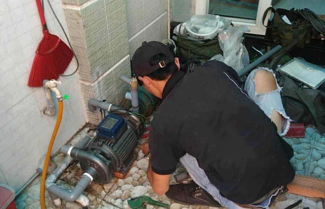 Thợ sửa chữa máy bơm nước tại nhà TPHCM