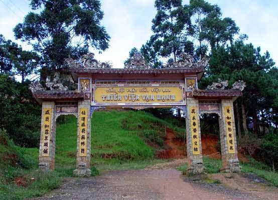 Cổng thiền viện vạn hạnh Đà Lạt