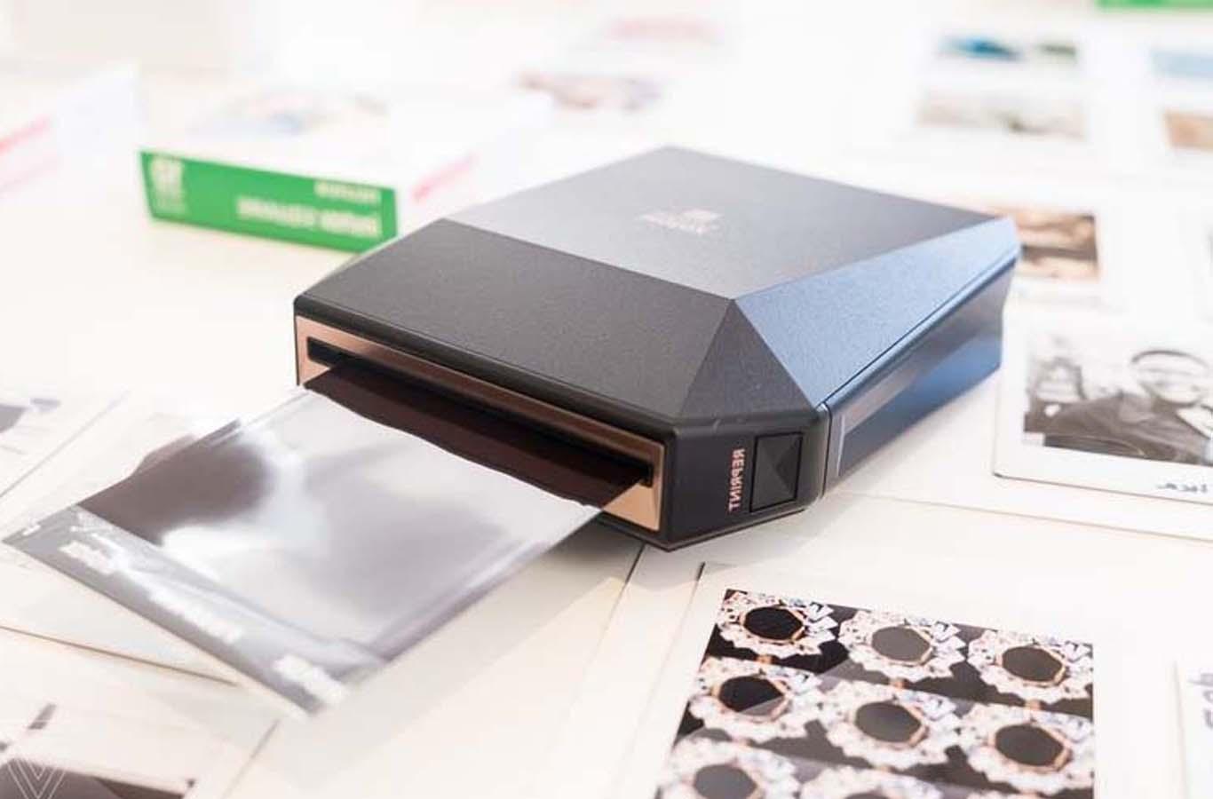 Fujifilm tiết lộ máy in di động định dạng ảnh vuông độc đáo