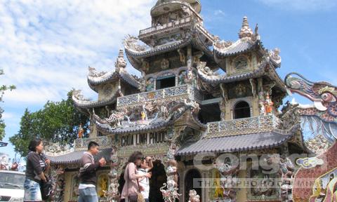 Những ngôi chùa độc đáo xứ ngàn hoa