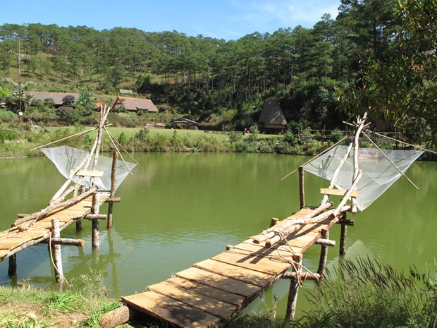 Lang thang ở làng Cù Lần