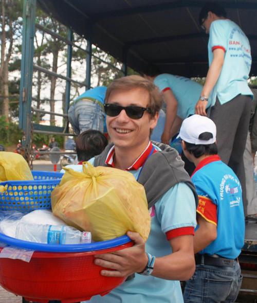 Thanh niên Pháp bay đến Đà Lạt để tiếp sức mùa thi
