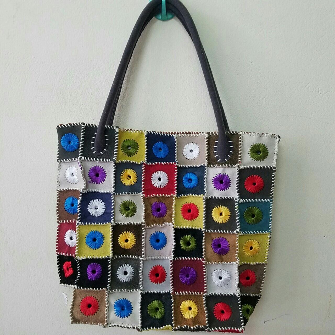 Túi xách da lộn thêu hoa