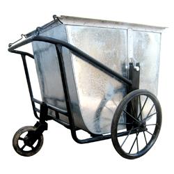 xe gom rác 3 bánh bằng tôn