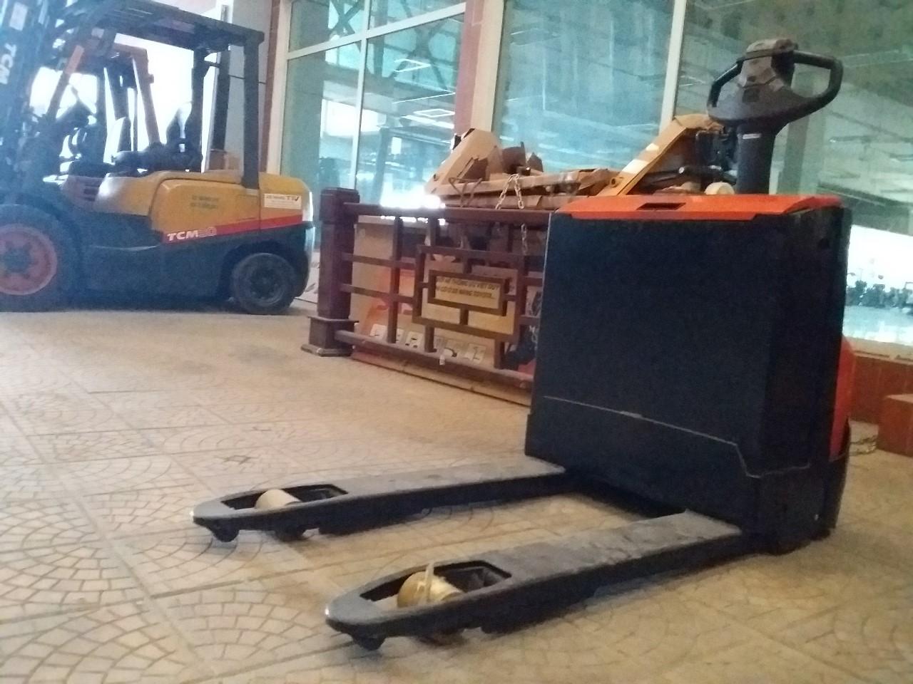 Xe nâng hàng, hiệu BT, động cơ điện, 1600kg, model LWE-160, số khung: 6099670, sản xuất năm 2009, hàng đã qua sử dụng