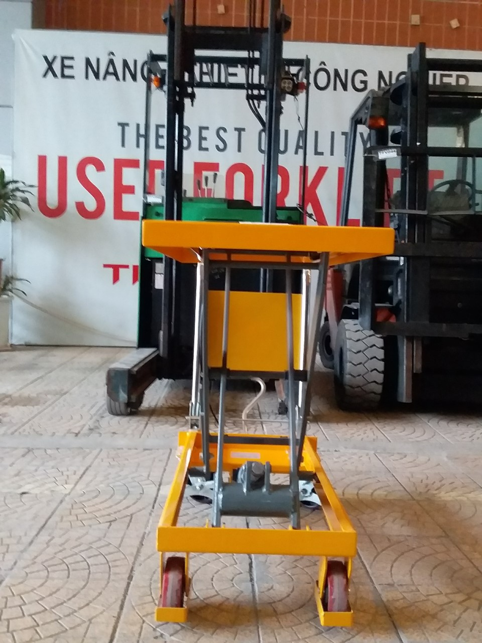 Bàn   nâng,hiệu   totallifter,   tải   trọng   nâng 500kg,   KT   990x500x1100   mm, hàng   mới 100%( mã 12248616)