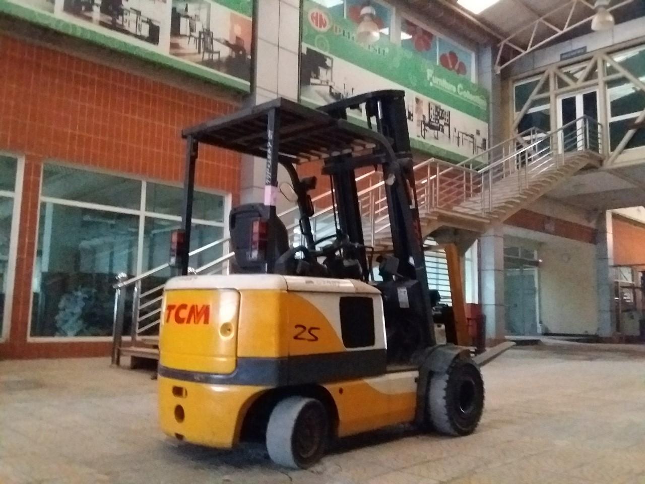 Xe nâng điện ngồi lái hiệu TCM FB25-6, 2001, V4000, SK 77P02489