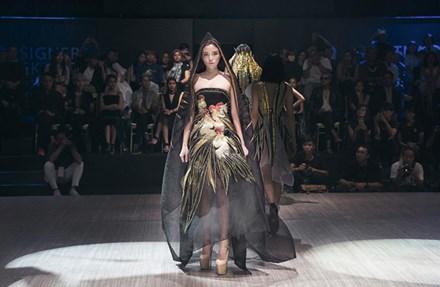 Hoa hậu Kỳ Duyên tiếp tục tấn công sàn catwalk