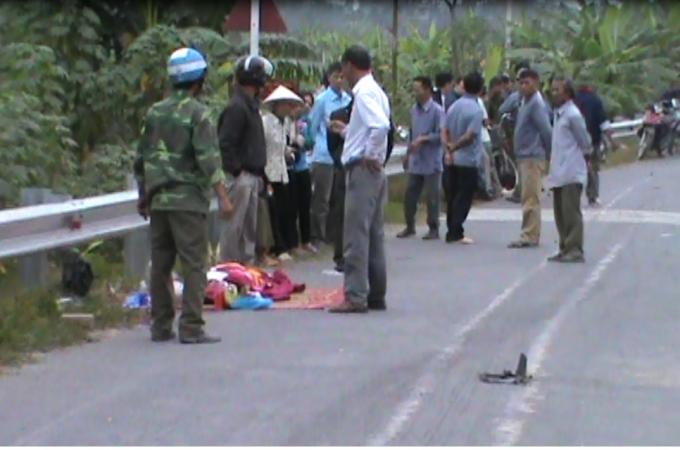 Nam Định: Xe tải va chạm với xe đạp điện, 2 người thương vong