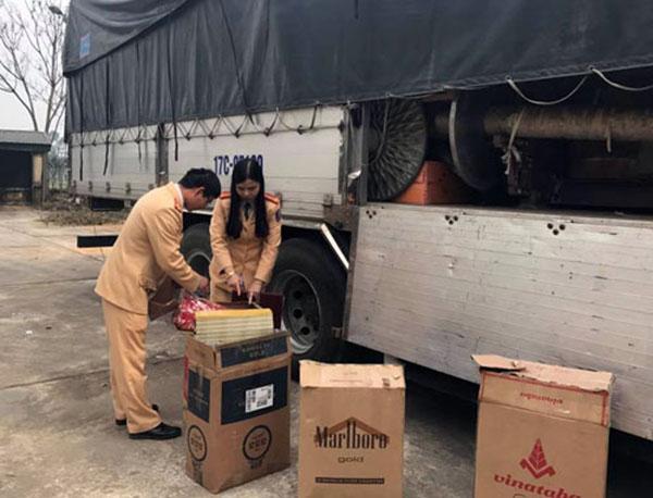CSGT phát hiện xe tải vận chuyển 1.220 bao thuốc lá lậu