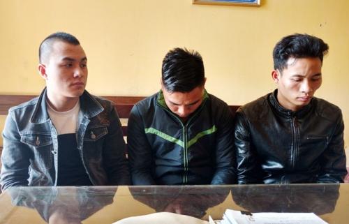 Nam Định: Bắt băng nhóm chuyên dùng xe máy cướp người đi đường