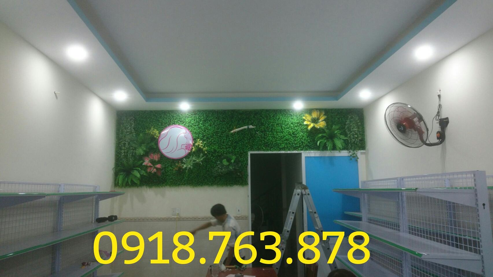 Thi công tường lá cây giả trang trí văn phòng VTC Academy
