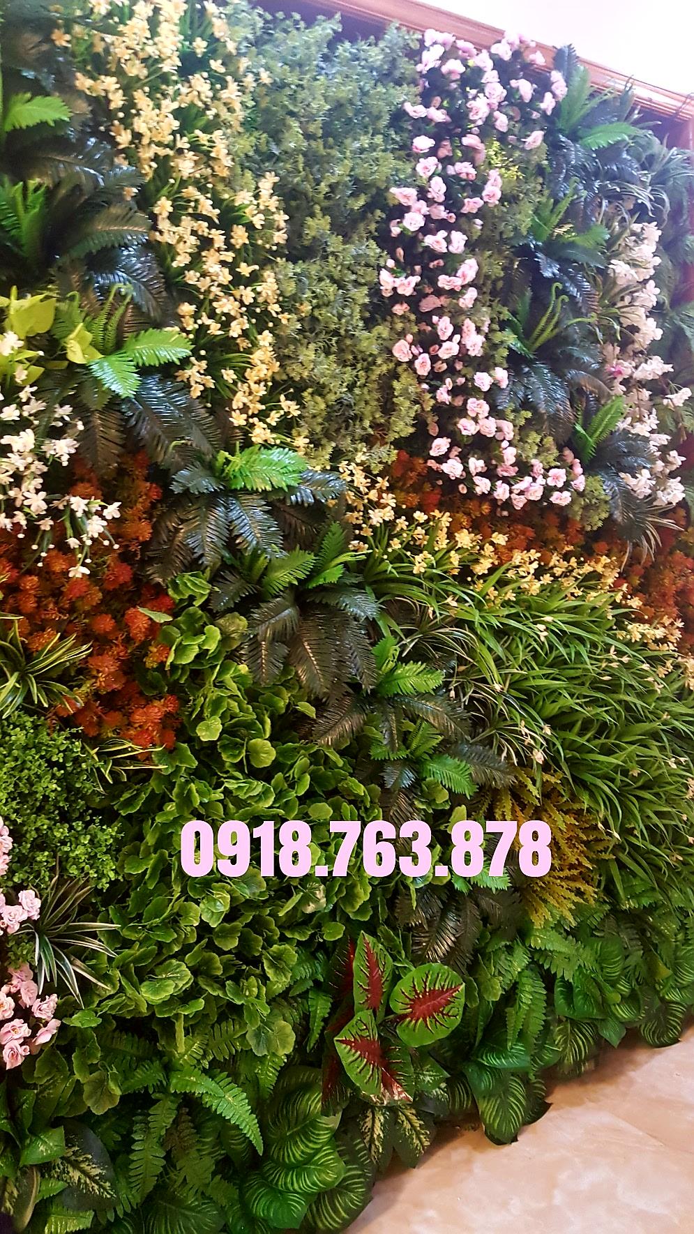 Tường cây cỏ giả trang trí ban công quận Tân Bình