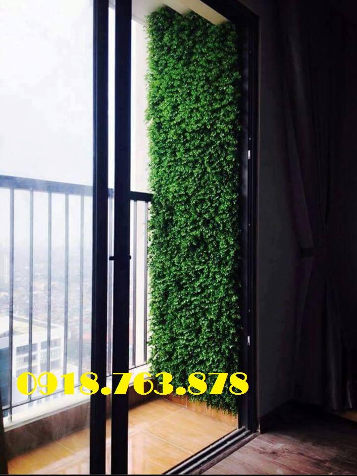 Backdrop cây cỏ giả trang trí vừa hoàn thiện