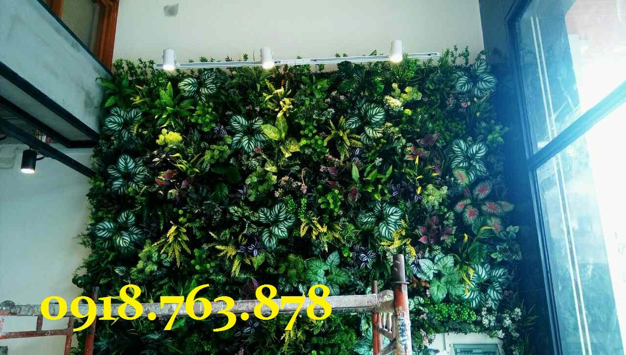 tường cây giả trang trí quán trà sữa